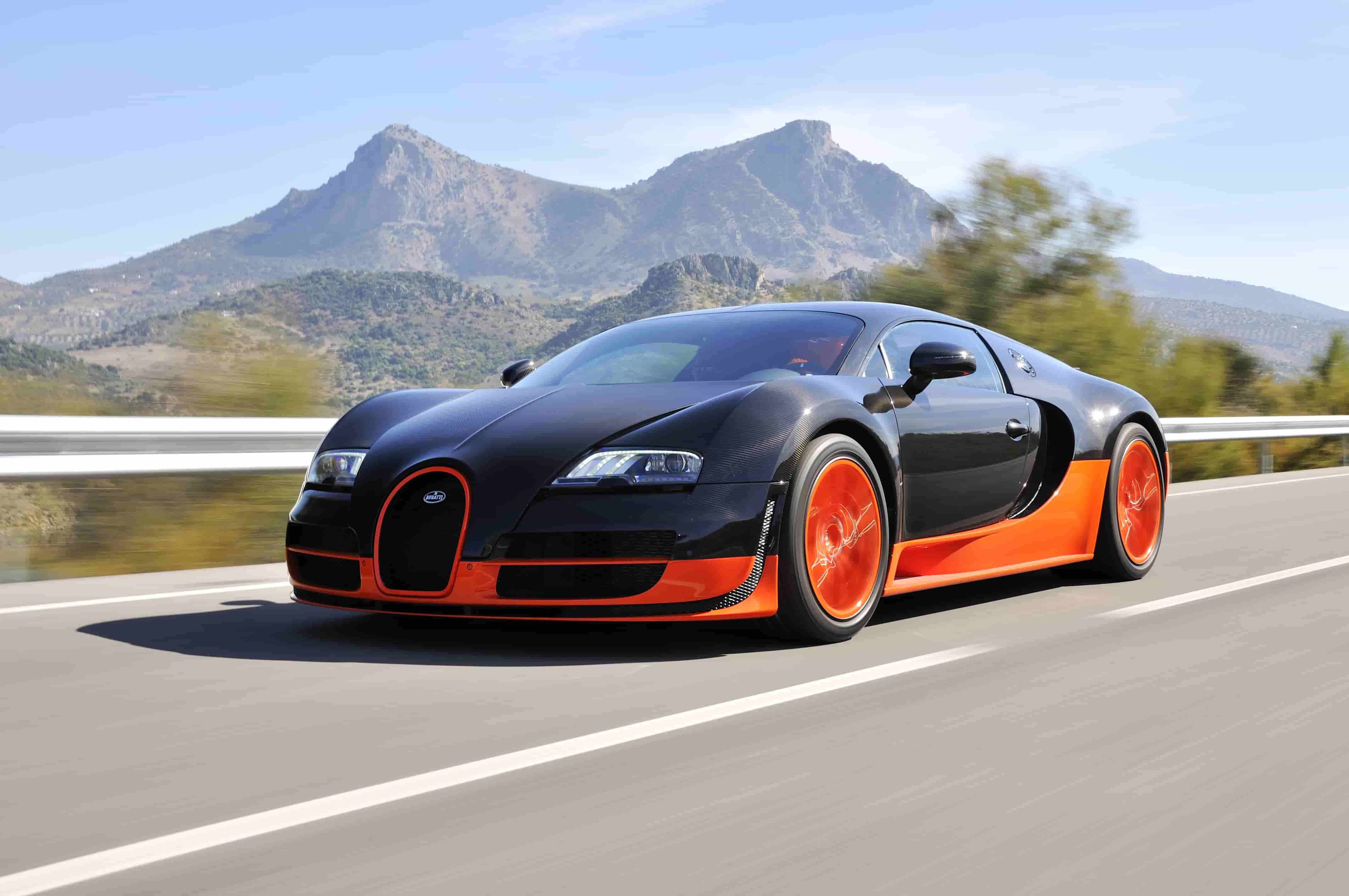 Bugatti Veyron roule à grande vitesse