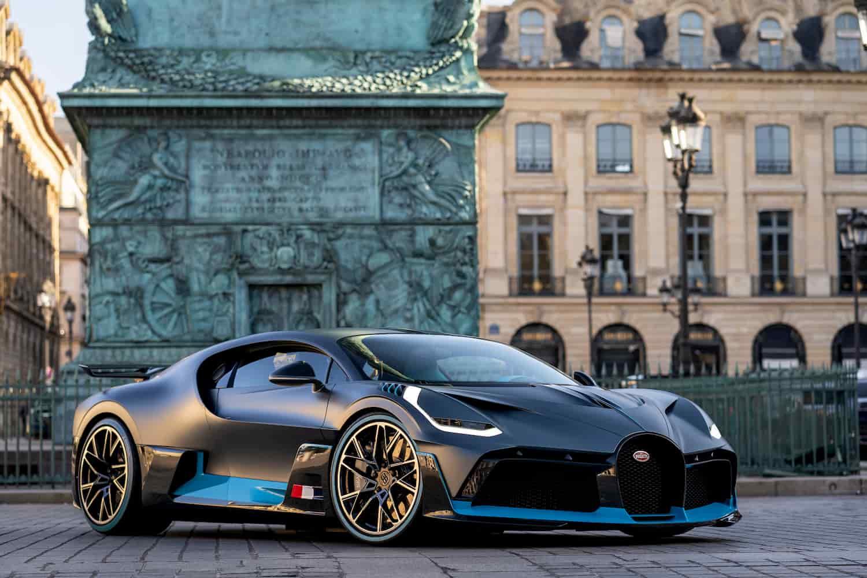 Bugatti Divo exposé en plein centre ville