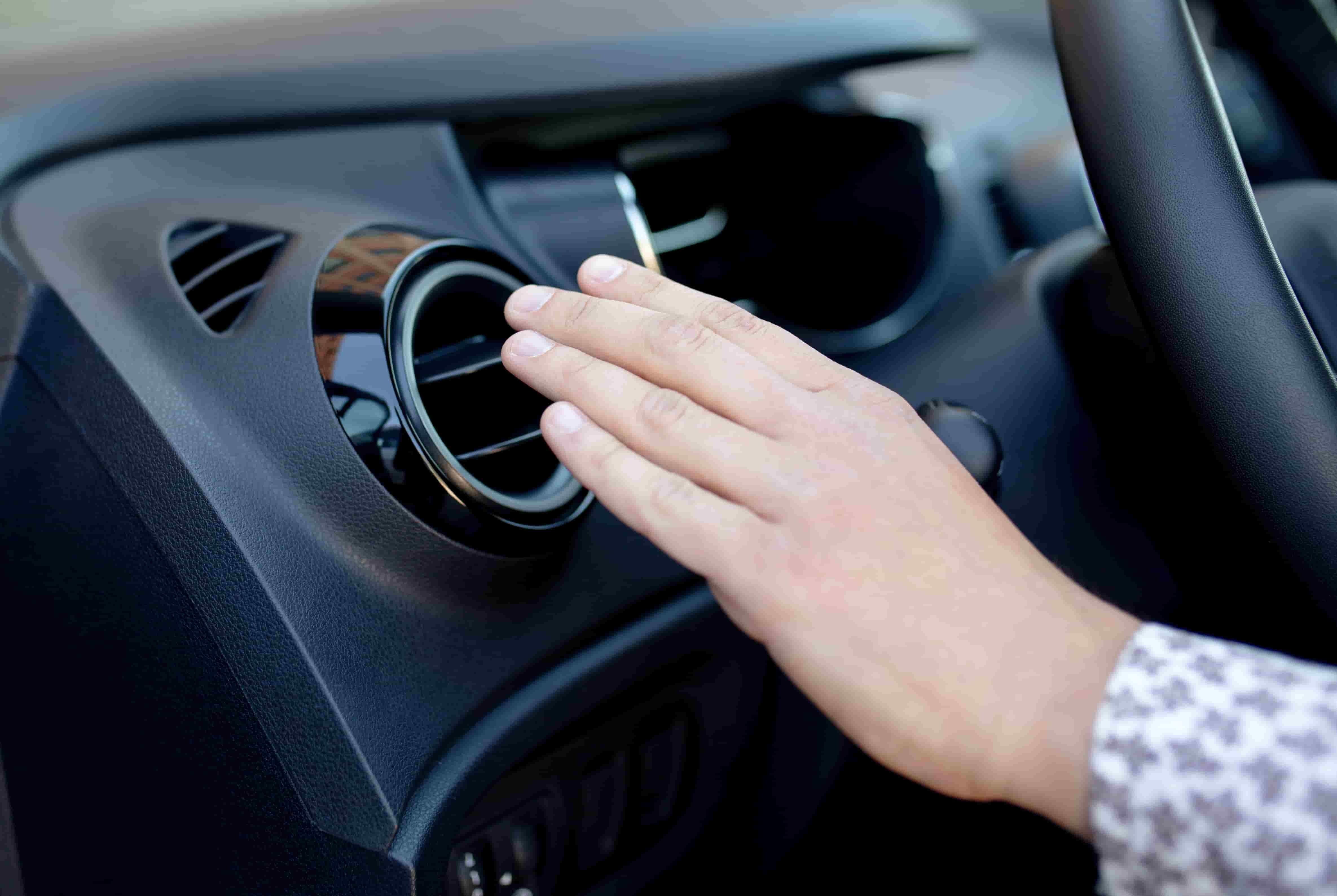 Chaleur en voiture : Top 7 des astuces pour se rafraîchir
