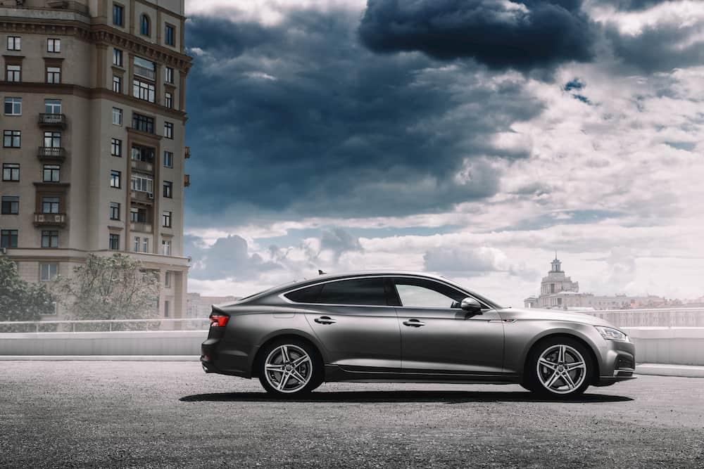 Photo d'une voiture routière de marque Audi