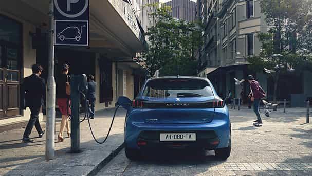 Peugeot e-208 recharge sa batterie
