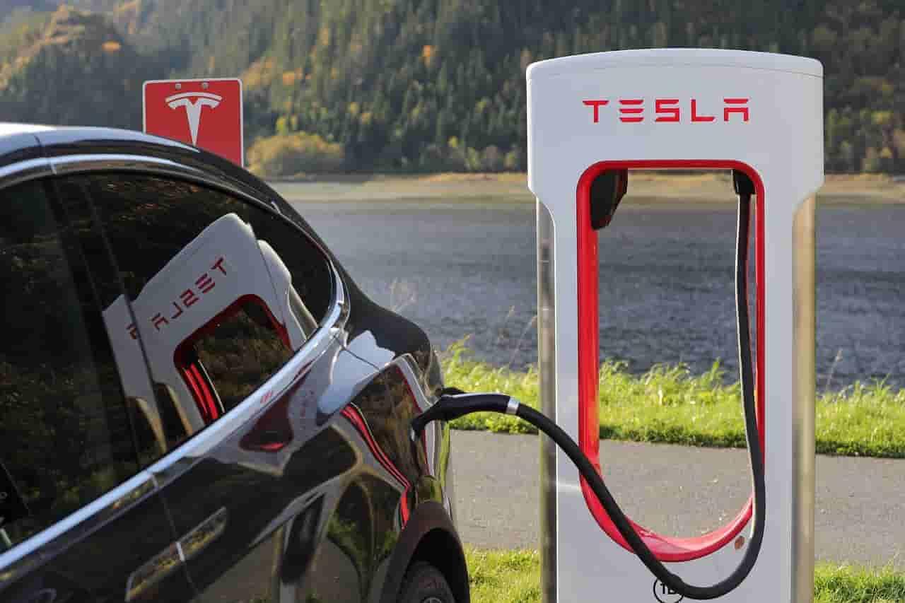 Tesla : bornes de recharge, garantie véhicule et bonus écologique